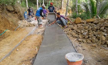 Proses Pembangunan Jalan Rabat di RT 63